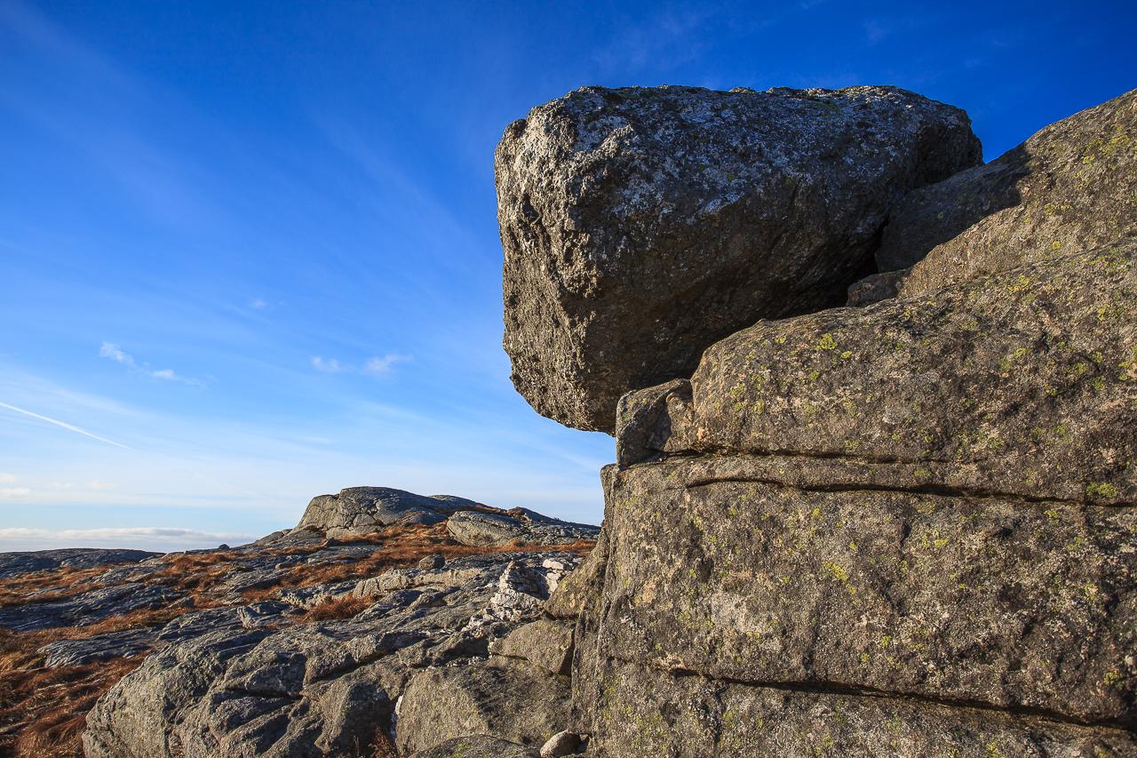 En stor stein som kan sees på Vei opp til Valhest